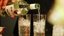 Bacardi_bottle_two_glasses