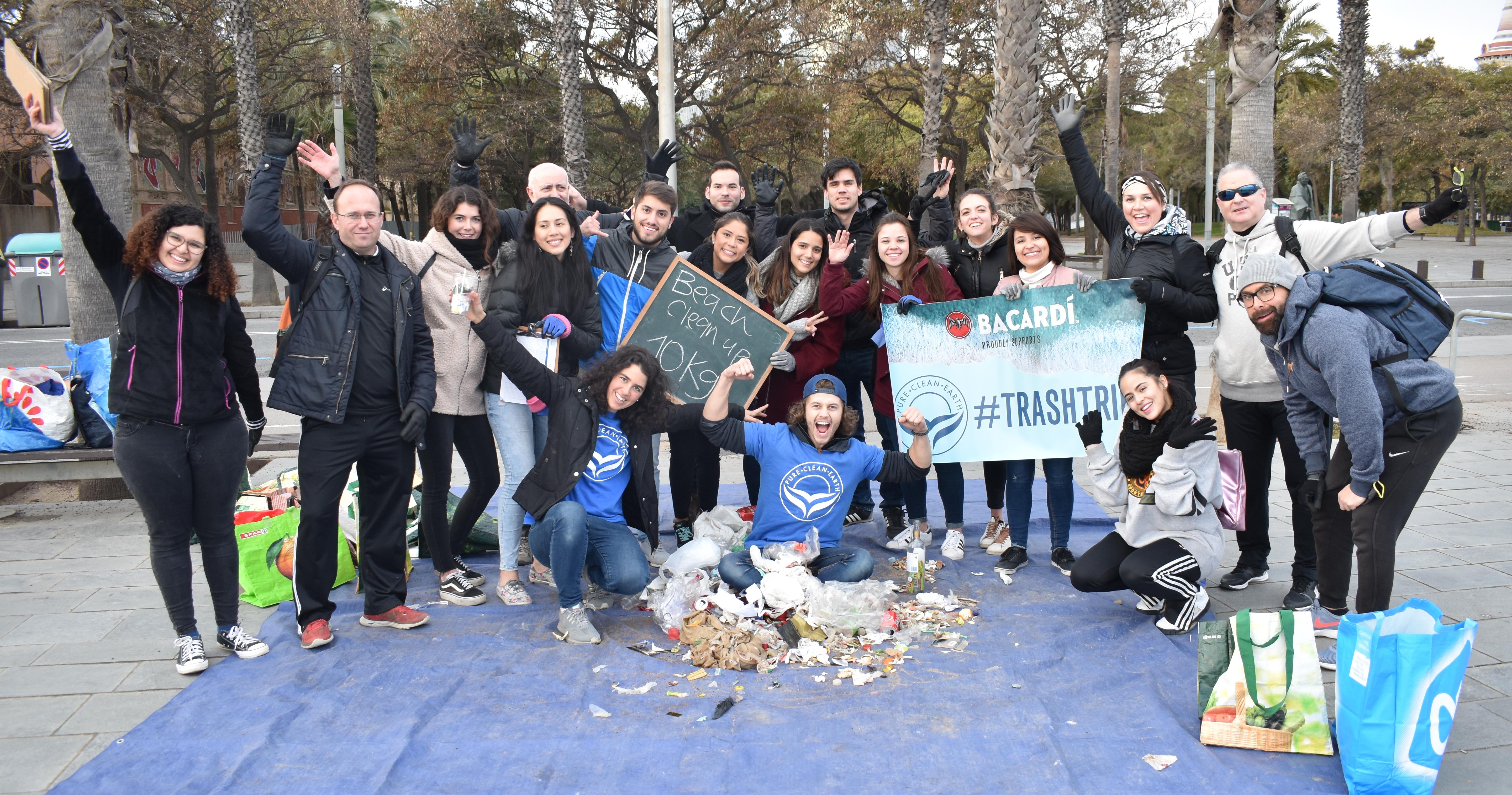 Bacardi y Pure Clean Earth Equipazo de limpiar Playas